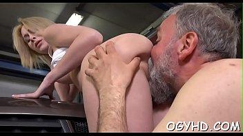 Секс молодой русской пары порно ролик