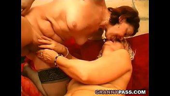 Lesbian Grandmas Kissing And Licking Vorschaubild
