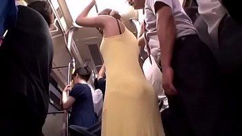 【ギャル動画】赤ん坊を乳母車に乗せた若奥様と電車内で密着。ゆったりしたドレスを脱がせてみるとまだまだ身体は綺麗なままでした