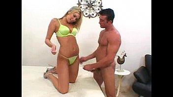 Putinha loira linda fazendo novinhas tube mamando no cam4