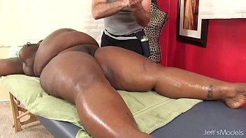Массаж черного и толстого члена