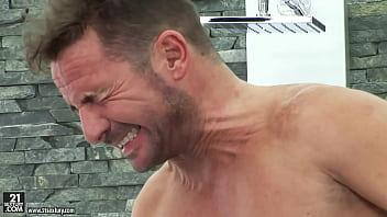 西洋男女836-DAVID 忍住射精叫聲的表情