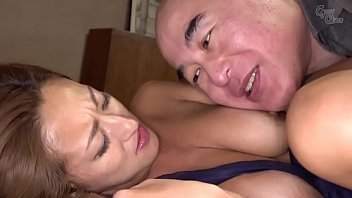 Putri bercinta teman ayah setelah bermain mahjong