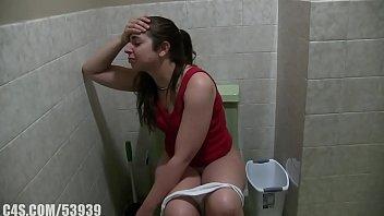 Девушка кончает с какашками