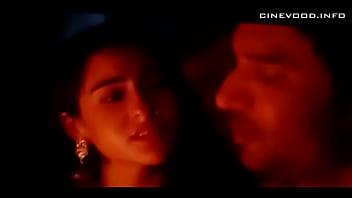 Indian Girl Sara ali khan kisses