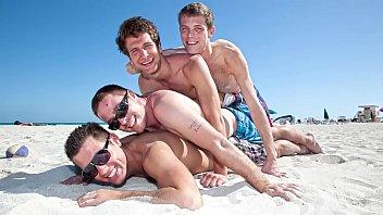 Orgia gay com amigos viados se pegando