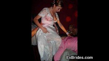 У девушек в чулочках под юбкой