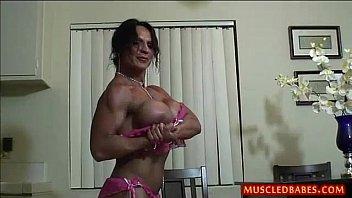 Kinky fuck con milf musculoso aceitado