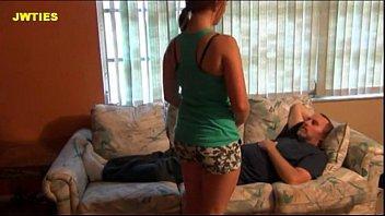 Сексуальная мамочка трахается с папочкой