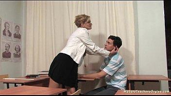 Сын снимает мать на камеру