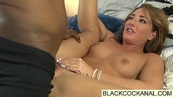Огромный черный член азиатка порно бутка