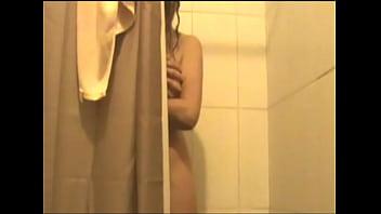 Mi esposa en la ducha 2
