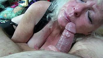 Babica povleče kurca do suhega