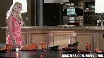 Русская мама на кухни трахаеться видео