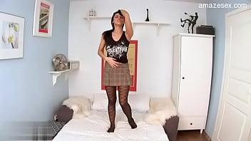 Смотреть мама с большими сиськами в ванной