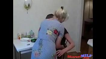 Бабка трахпетсяс молодым внуком