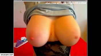 Webcam babe plays with her huge tits - sexacam.com