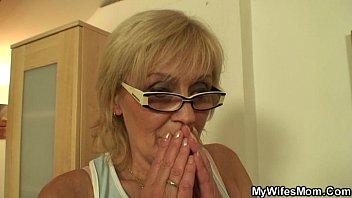 Ho appena scopato la vecchia mamma di mia moglie - video amatoriale lesbiche