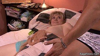 Маме стало жалко сына у ниво бил агромнй член еротика