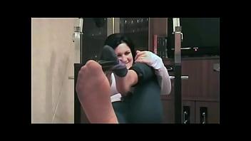 Видео нюхает колготки сестры