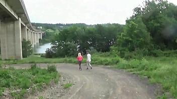 Jarushka Ross scopata dalla guida turistica