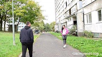 Tiganca Buna Te Duce Ea Intr-Un Apartament Parasit Sa Ii Dai Al Buci