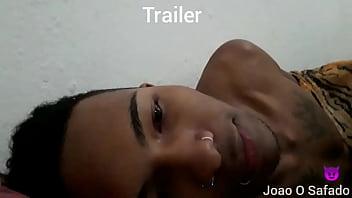Trailer , comendo a novinha de ladinho com visitas em casa
