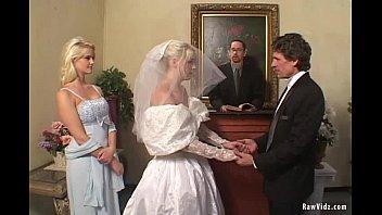 Напоили невесту и трахнули в лесу