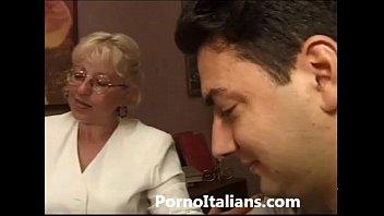 Mature Granny italian - nonna vogliosa di cazzo duro Matura italiana