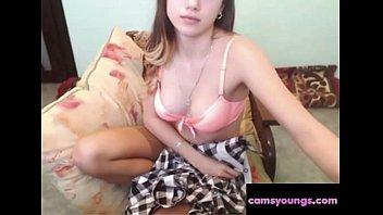 Carina giovane camgirl con tette piccole ha un porno a sorpresa