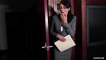 Порнуха лесбиянки на работе