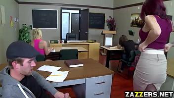 Порно преподавательницы музыки с ученицой