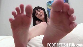 I love it when naughty boys jerk off to my feet