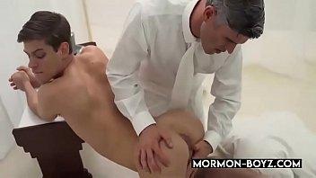Dominant Daddy Bangs Submissive Boy Bareback - MORMON-BOYZ.COM
