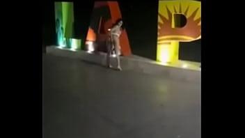 Colombiana se masturba en Vía Publica  en La Paz Baja California Sur Mexico