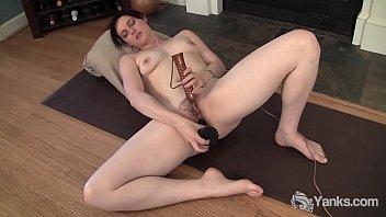 Sexy Yanks Babe Savannah Sly Toys Her Twat