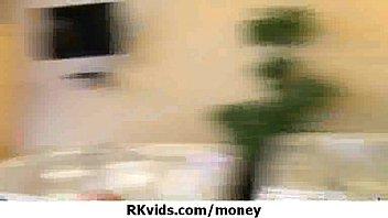 Pulcino amatoriale prende soldi per una scopata 22