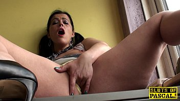 Mature brit skank fingering her wet vagina