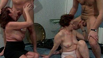 Пирсинг у зрелых дам