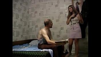 Incesto real de filha dando para o seu pai
