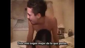 Hermanastros follando por primera vez antes de que lleguen sus padres,subtitulado al español. ver vídeo completo aquí :https://vidoza.net/iqwgz2v64c1c.html