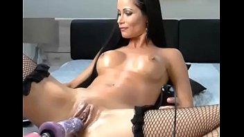 Порно мама попросила сына застегнуть лифчик