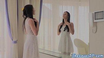 Видео подборка как девушки на камеру лишают себя девственных плевел