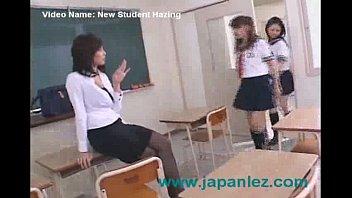 Японская учительница на ютубе