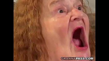 Смотреть в онлайне внук ебет жирную бабку