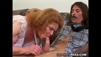 Сын подсыпал снотворное маме и трахнул смотреть онлайн