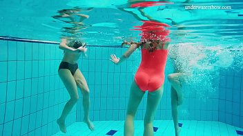 Hot underwater threesome