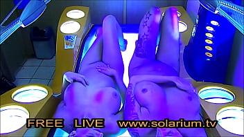 Hot Blonde Horny Girls masturbates in Public solarium big titts perfect natur big boobs real tanning salon hidden Cam on tanning bed filmed pussy