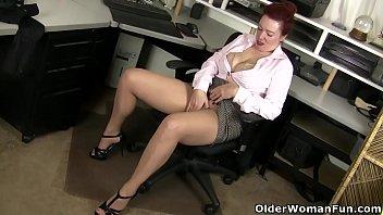 American milf Jessica unleashes her hidden horniness