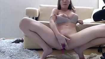 Se retorcendo toda e gozando - girlxxxcam.com